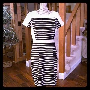 Tahari dress with back zipper. SIZE: 10
